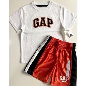 NWT Boys Gap Shorts and Shirt Set Size 4T Lot New